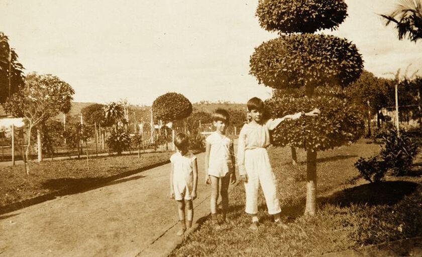 Exposição traz fotos da infância de Antonio Candido