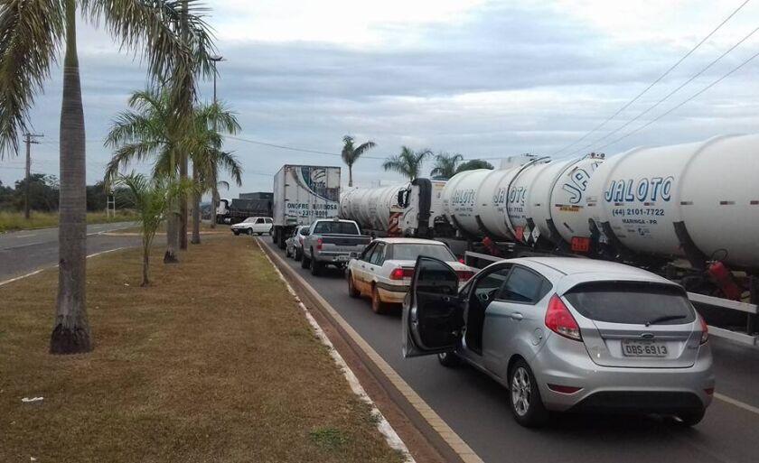 Fila atrapalhou o tráfego de veículos pela BR-262 em Três Lagoas