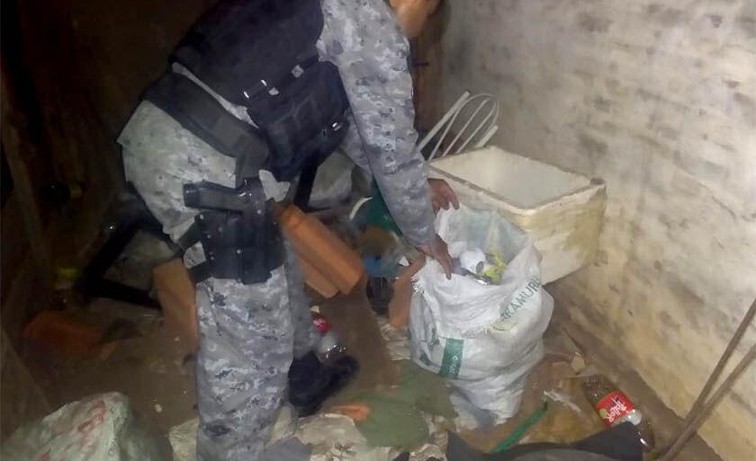 A mãe do suspeito autorizou os policiais realizarem buscas na casa