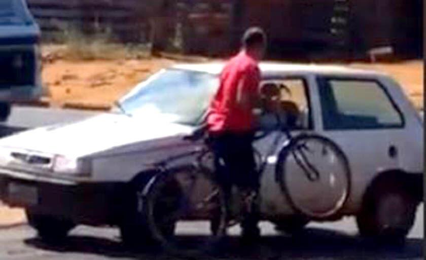 Carro tem as mesmas características de veículo que passou por cima de moto, em avenidabril