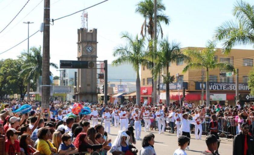 Desfile cívico faz parte das festividades em comemoração ao aniversário de Três Lagoas