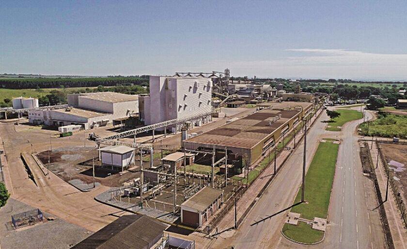 Fábrica está numa área de 25 mil metros quadrados, junto com outras de processamento de soja