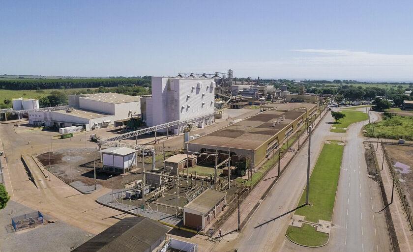 A fábrica está numa área de 25 mil m² junto com outras de processamento de soja
