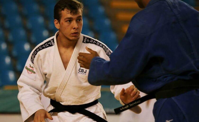 Ayhan Zanella é Campeão Brasileiro Região IV e recebe a bolsa atleta desde 2015