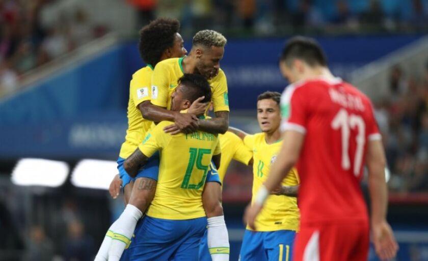 Brasil derrotou os sérvios com gols de Paulinho e Thiago Silva