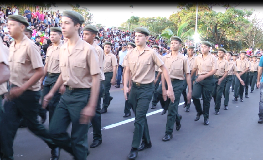 Tradicional desfile cívico foi realizado na avenida Aldair Rosa de Oliveira, na circular da Lagoa Maior