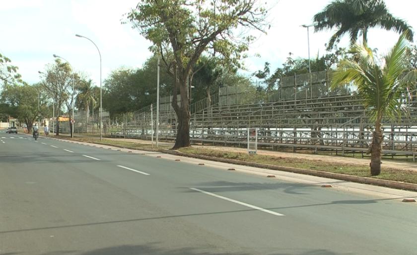 Prefeitura montou uma arquibancada na avenida Aldair Rosa de Oliveira, na circular da Lagoa Maior, onde acontecerá o desfile