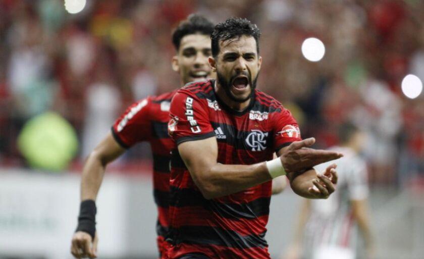 Contra o Flu, Dourado comemora seu 11º gol no Flamengo