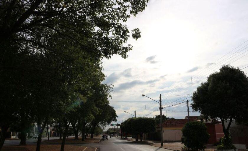 Dia amanhece nublado com possibilidade de chuva em Três Lagoas