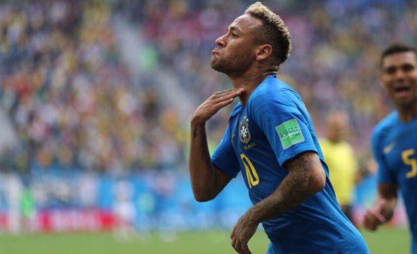 Jogador faz gesto para a torcida, após marcar seu primeiro gol na Copa, ontem, contra a Costa Rica