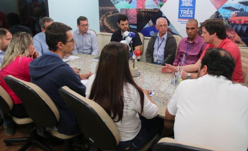 Vereadores intermediam primeira negociação entre comissionados e prefeitura