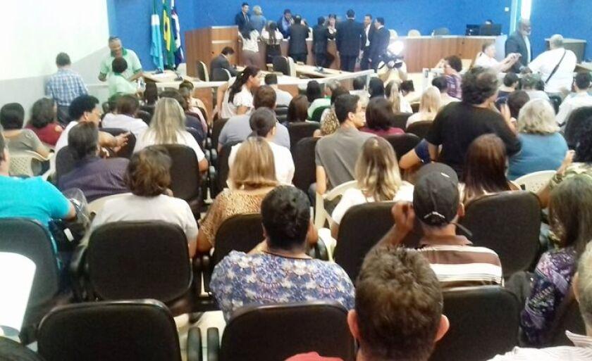 Sessão foi acompanhada por diversos servidores que são contra o percentual de 3%