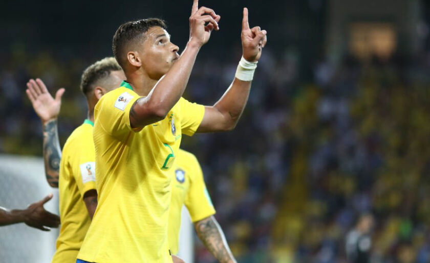 Thiago Silva comemora gol contra a Sérvia, na classificação