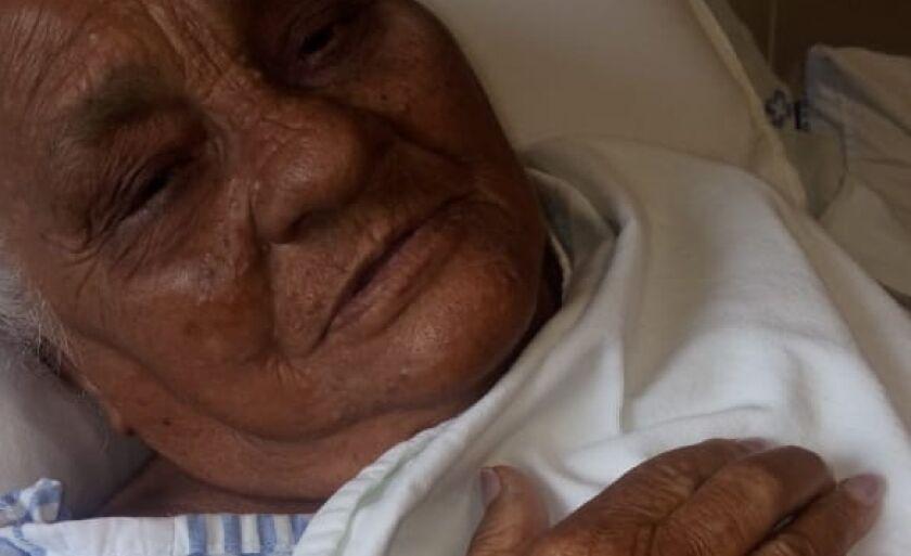 Ela quebrou o fêmur esquerdo dia 26 de maio em uma atividade corriqueira na casa onde reside