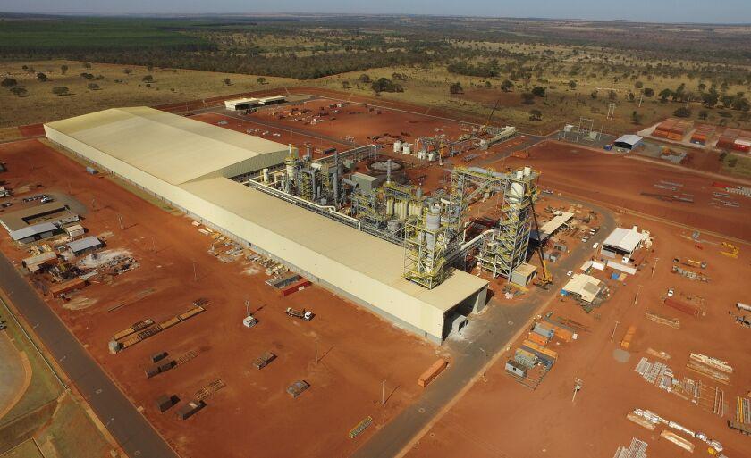 A fábrica possui um terreno de 50 hectares, sendo 39 mil metros quadrados de área construída.