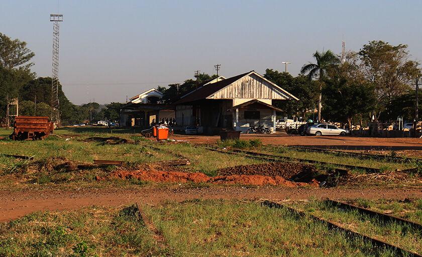 Linha férrea que atravessa Três Lagoas e a antiga área da rede ferroviária Noroeste do Brasil (NOB)