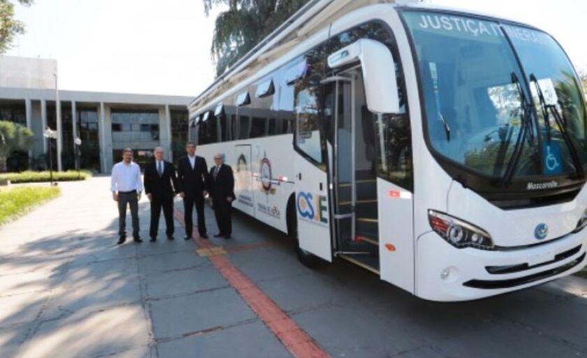 No mês passado houve a doação de um ônibus adaptado para o serviço.