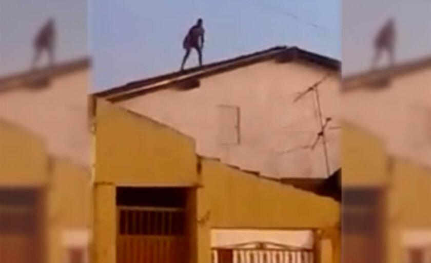 Desconhecido subiu no telhado, possivelmente drogado