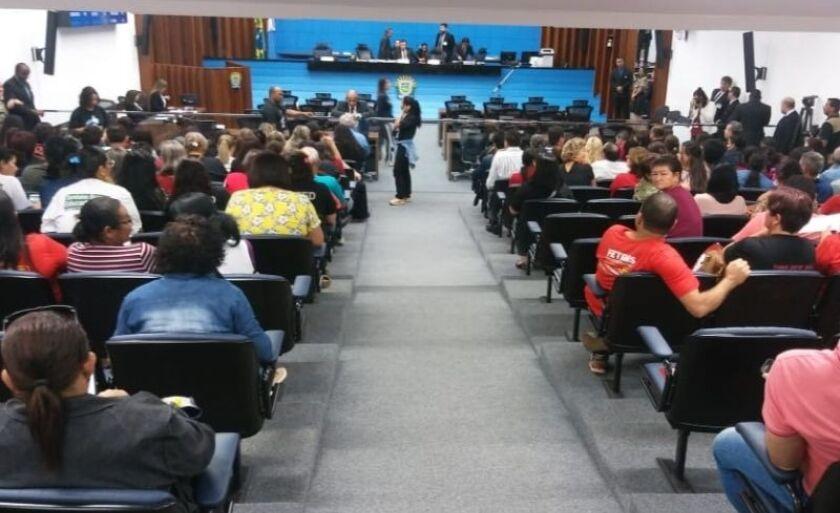Servidores ocuparam plenário da Assembleia na manhã desta terça-feira (3)