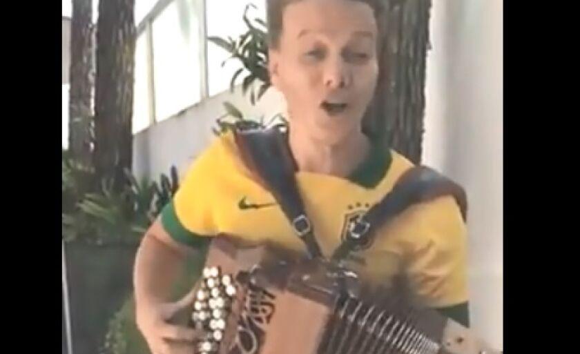 Michel Teló no clima da Copa