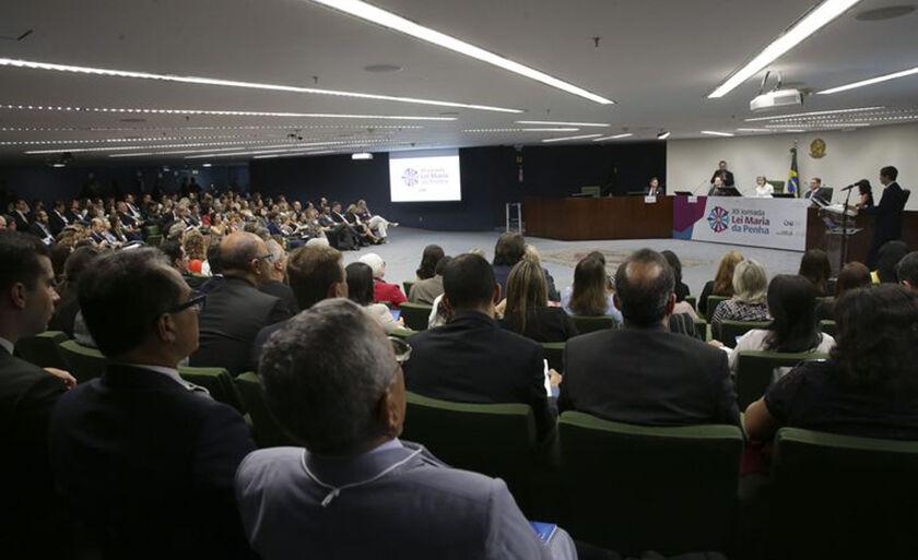 Violência doméstica é o tema da 12ª Jornada Lei Maria da Penha, que, nesta quinta-feira, teve a presidente do STF, ministra Cármen Lúcia, entre os participantes