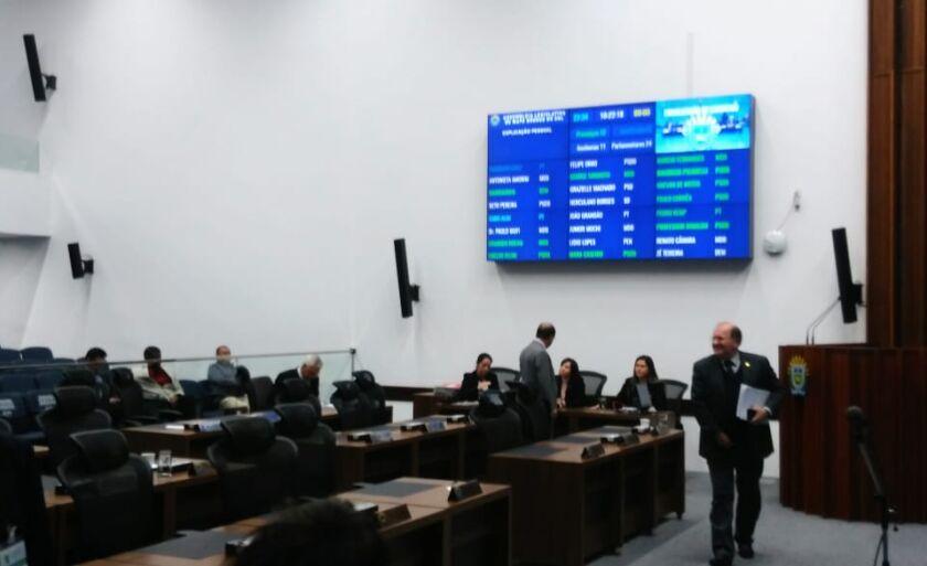 Novo painel instalado no plenário destaca ausências e presenças na Casa de Leis