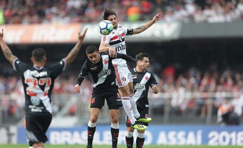 Vitória contra o Vasco, no último domingo, levou equipe aos 35 pontos; Tricolor não liderava a competição desde a sétima rodada do Brasileirão de 2015