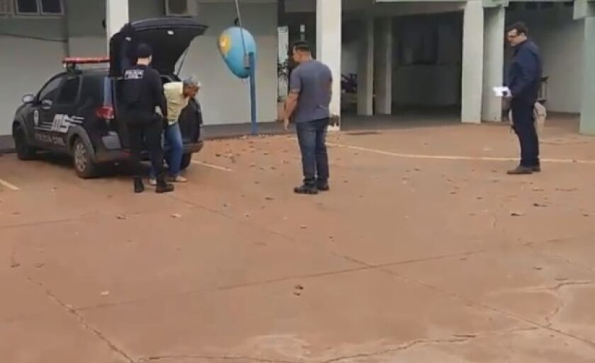 Silva foi detido por policiais no começo da manhã, na sala de um advogado