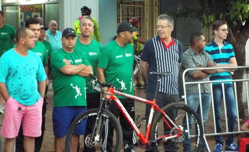 Nunca uma bicicleta significou tanto para um prefeito