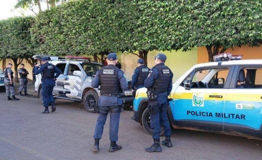 Polícia segue em busca do suspeito, foragido desde o momento do crime