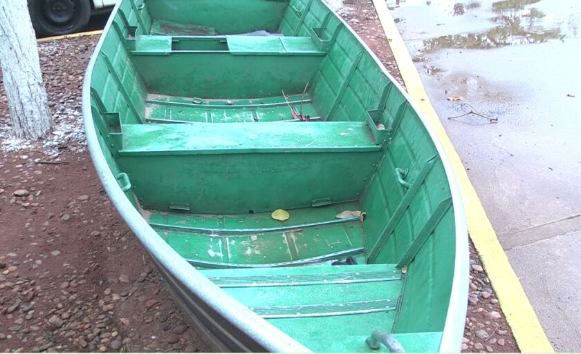 Barco foi apreendido pela PMA, no rio Sucuriú, em Três Lagoas