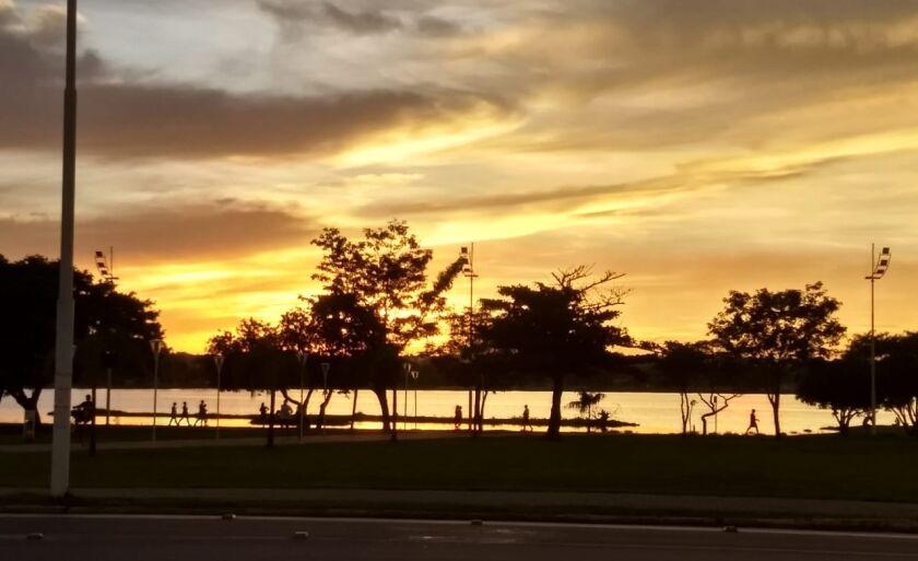 Lagoa Maior, ponto turístico na área central de Três Lagoas, e cenário do calorão