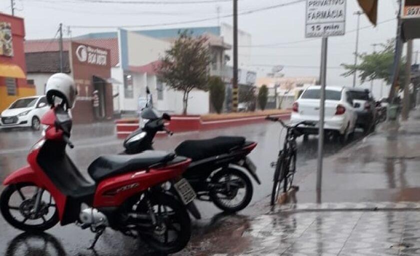 Chuva é recebida como alívio por moradores de Inocência