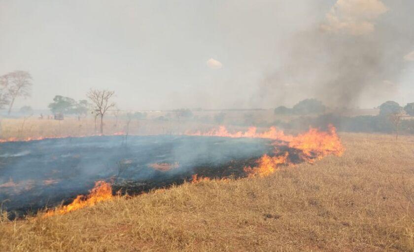 Este já é o segundo incêndio de grande proporção registrado em Paranaína nos últimso 15 dias