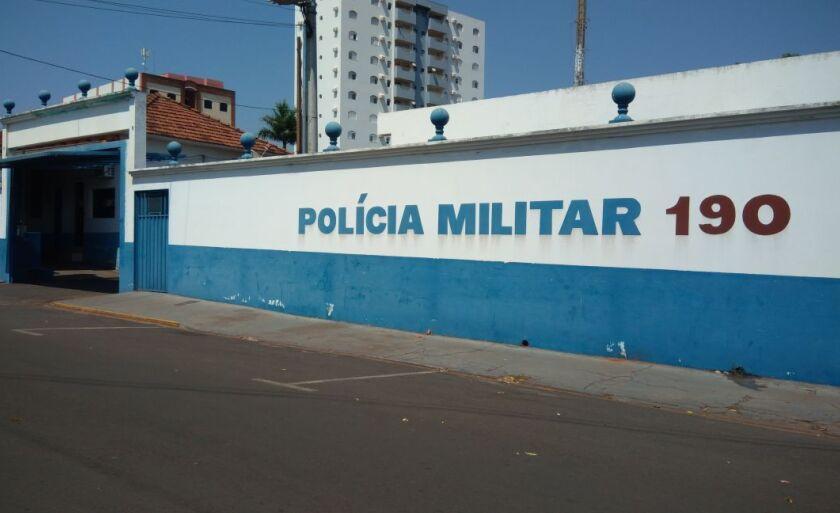 A Polícia Militar foi acionada, mas quando chegou ao local, o homem já havia fugido