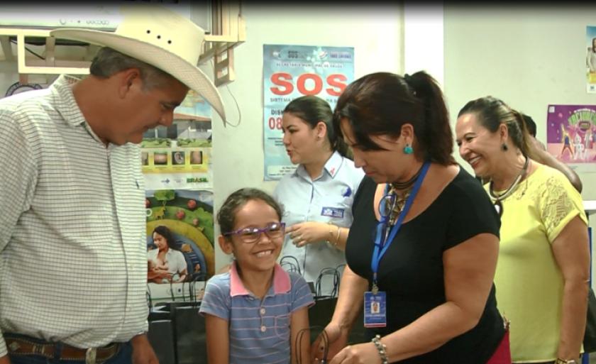 Entrega dos óculos foram feitas no Centro de Especialidades Médicas