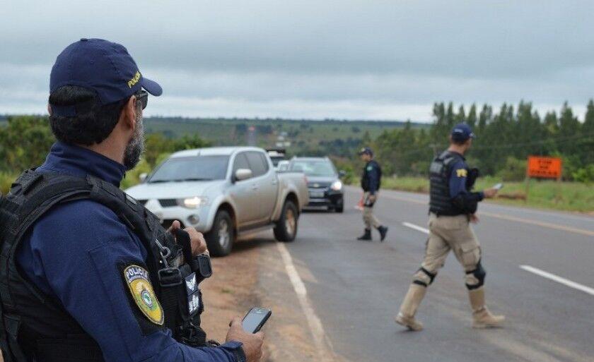 As principais causas de acidentes nas estradas são ultrapassagens indevidas e embriaguez ao volante, segundo a PRF.