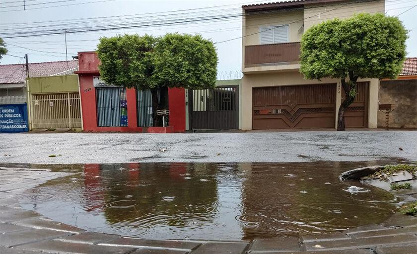 Segunda-feira chuvosa em Três Lagoas