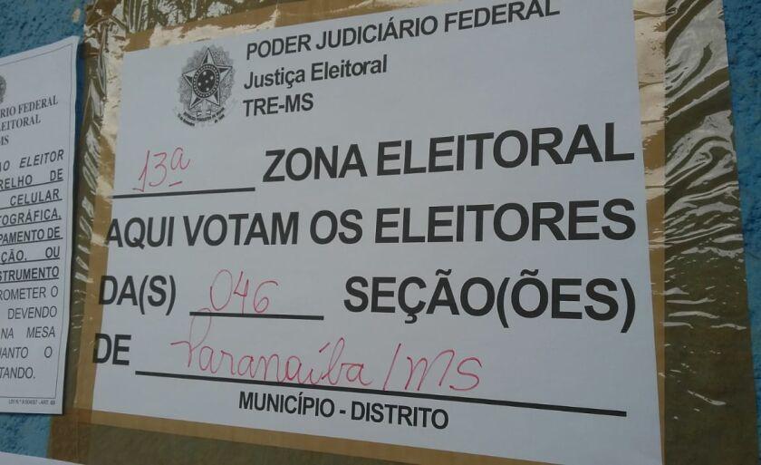 Eleitores que esperaram cerca de 20 minutos na fila para poder retomar a votação