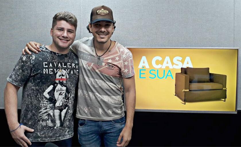 Dupla sertaneja, Neto e Junior, mostram música de trabalho no programa A Casa é Sua
