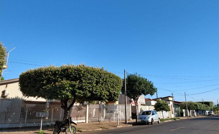 Mais um dia de céu perfeitamente azul em Três Lagoas