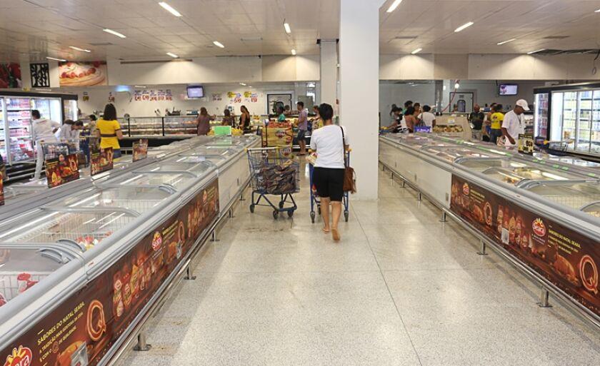Rede de supermercado completa 50 anos de funcionamento.