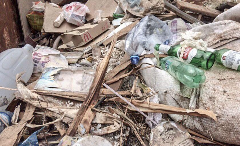 A publicação considera como grande gerador de lixo aqueles cujo volume seja superior a 200 (duzentos) litros/dia ou 50 (cinquenta) quilogramas/dia.