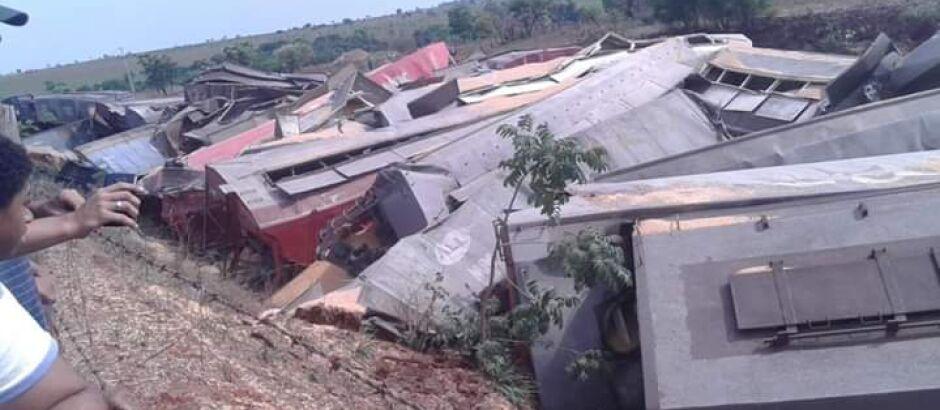 Descarrilamento de trens assusta moradores de Aparecida do Taboado