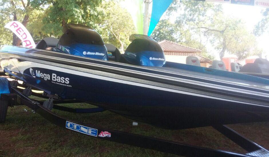 Mega Bass Master, que custa em torno de R$ 93 mil, será sorteada neste sábado (13), com motor Yamaha F90, carreta ODNE e um Jack plate
