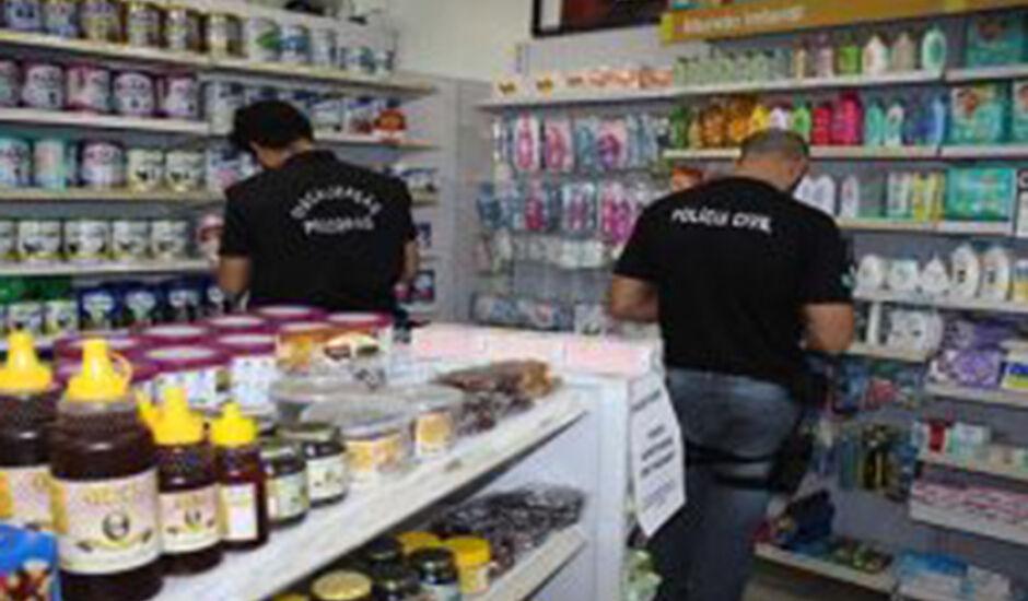 Atuação dos agentes do Procon em uma das muitas farmácias fiscalizadas