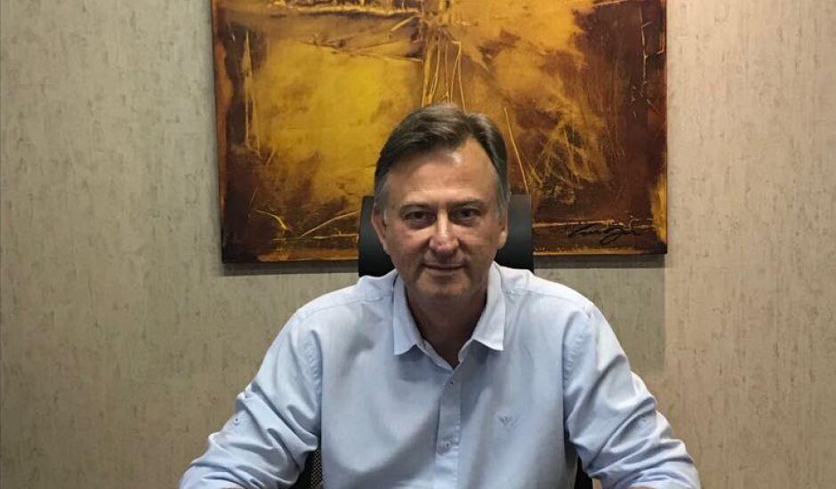 Alberto Jorge Costa é pediatra em Campo Grande
