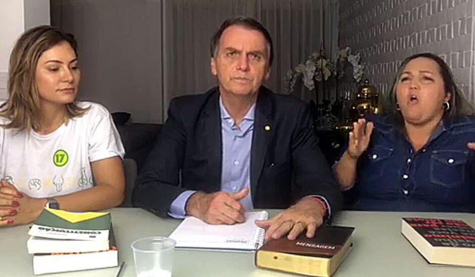 Bolsonaro fez pronunciamento da sala da casa onde mora, no Rio