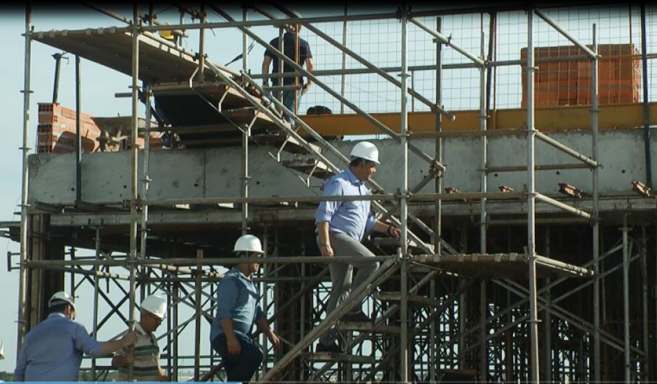 Secretário estadual de Infraestrutura, Helianey Paulo da Silva, visitou as obras do hospital