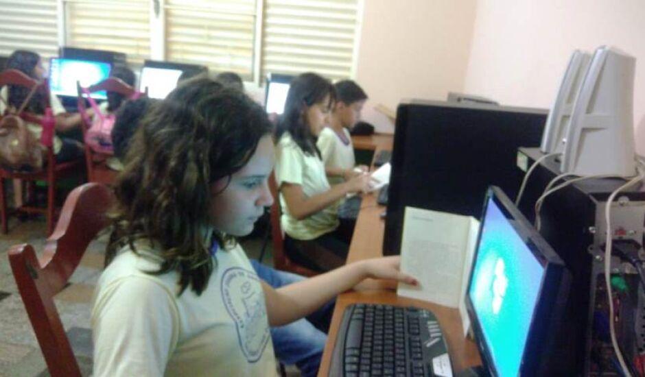 Estudantes têm aulas de informática, jogos e de cidadania